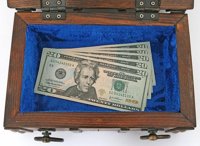 kufr pěnez z výhry