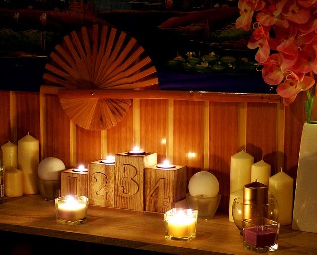 svíčky, vějíř