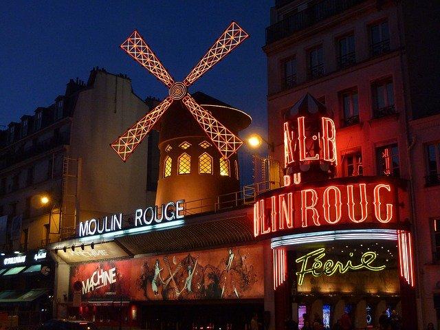 známý Moulin Rouge