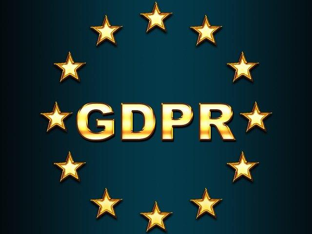 nápis GDPR a okolo hvězdičky