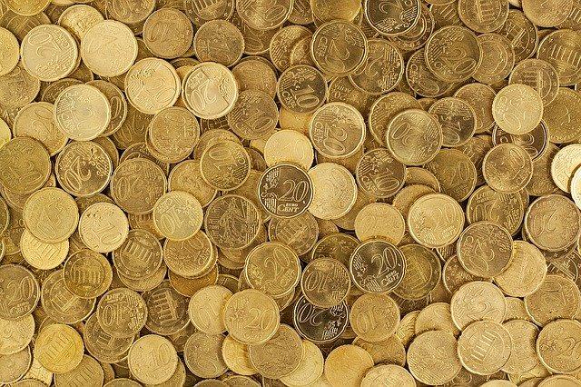 hromada zlatých euro mincí
