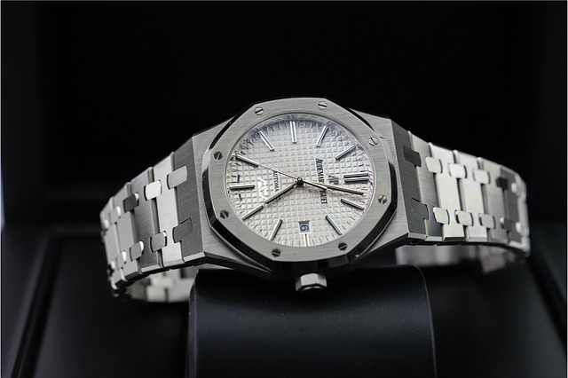 hodinky Rolex ve stříbrné barvě