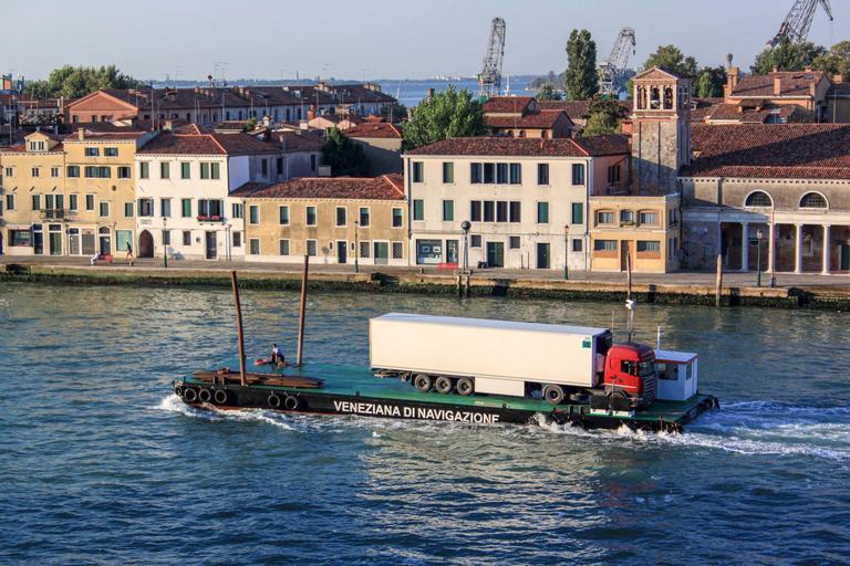 kamion na lodi