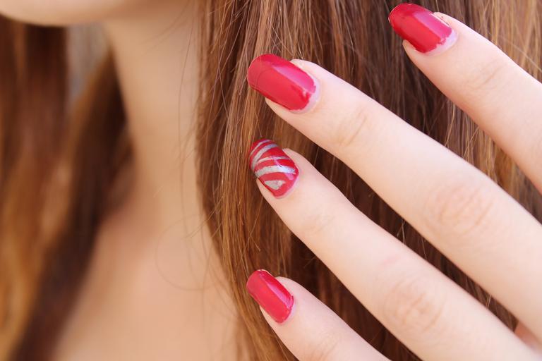 nalakované ženské nehty