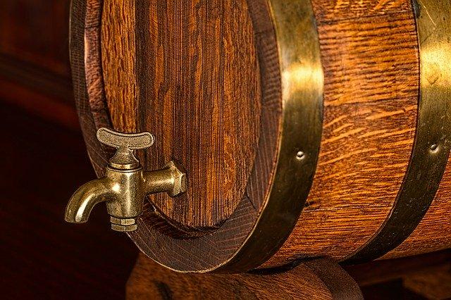 Pivní sud s pípou