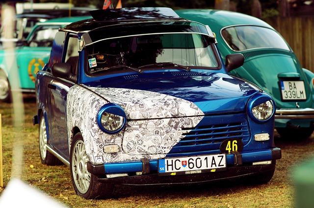 modrý trabant se sluneční clonou styling úpravy